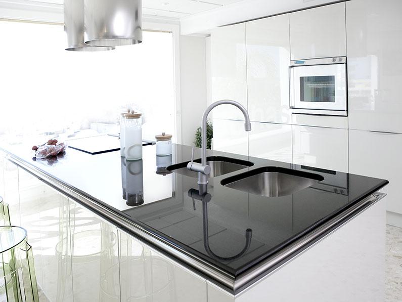 Sleek Modern White Kitchen Makeovers