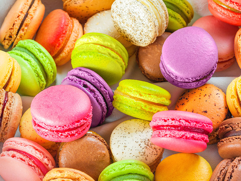 Macarons in Pretty Rainbow Colours